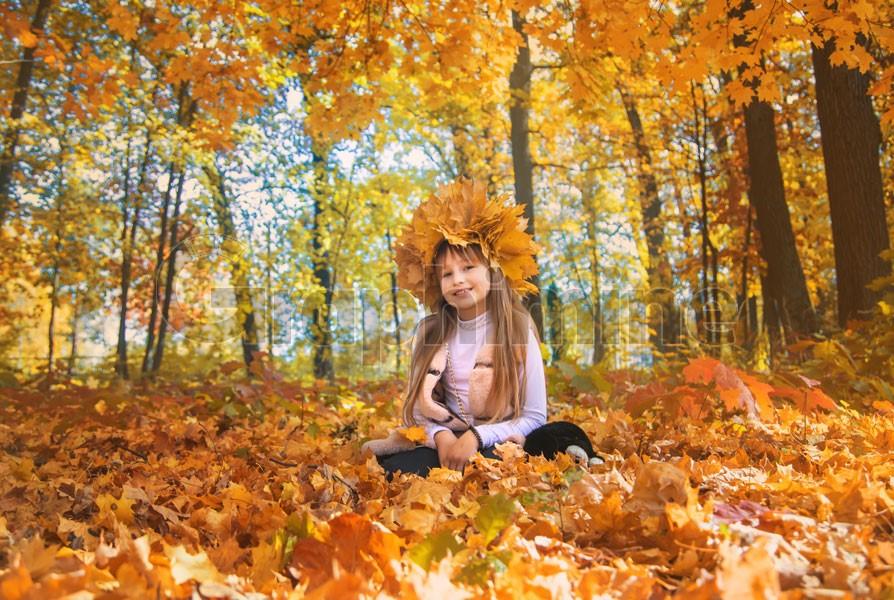 استوک فصل پائیز و دختر خردسال