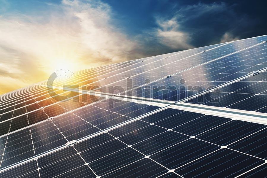 عکس استوک صفحات خورشیدی آفتاب