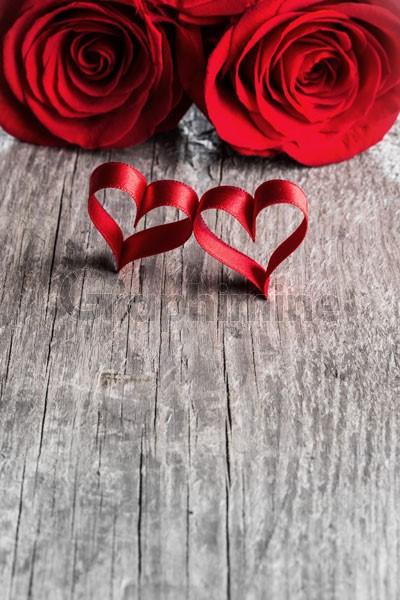 تصویر استوک روبان قلب گل رز