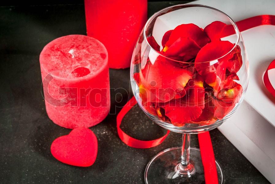 تصویر استوک شمع قلب گلبرگ