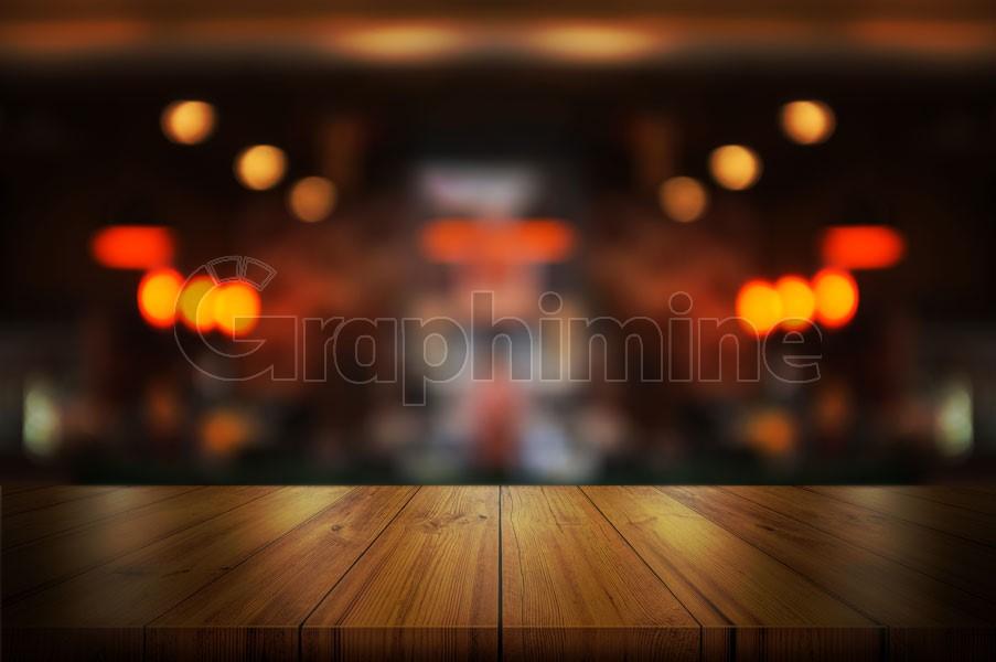 تصویر استوک میز چوبی کافه