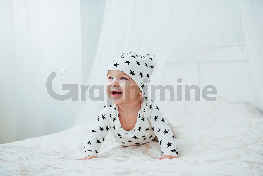 تصویر استوک نوزاد کودک