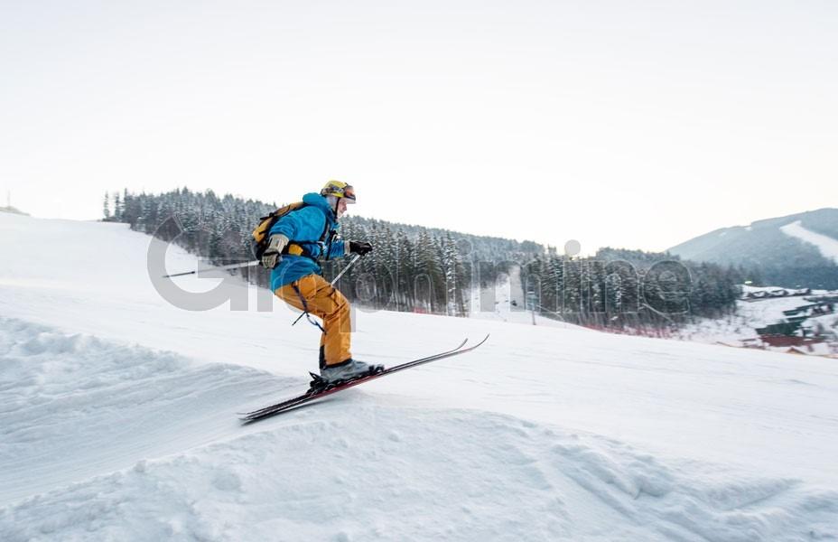 تصویر استوک ورزش اسکی