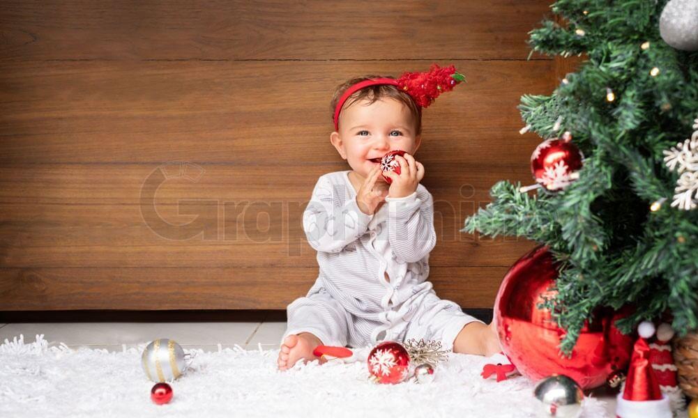 تصویر استوک کریسمس کودک
