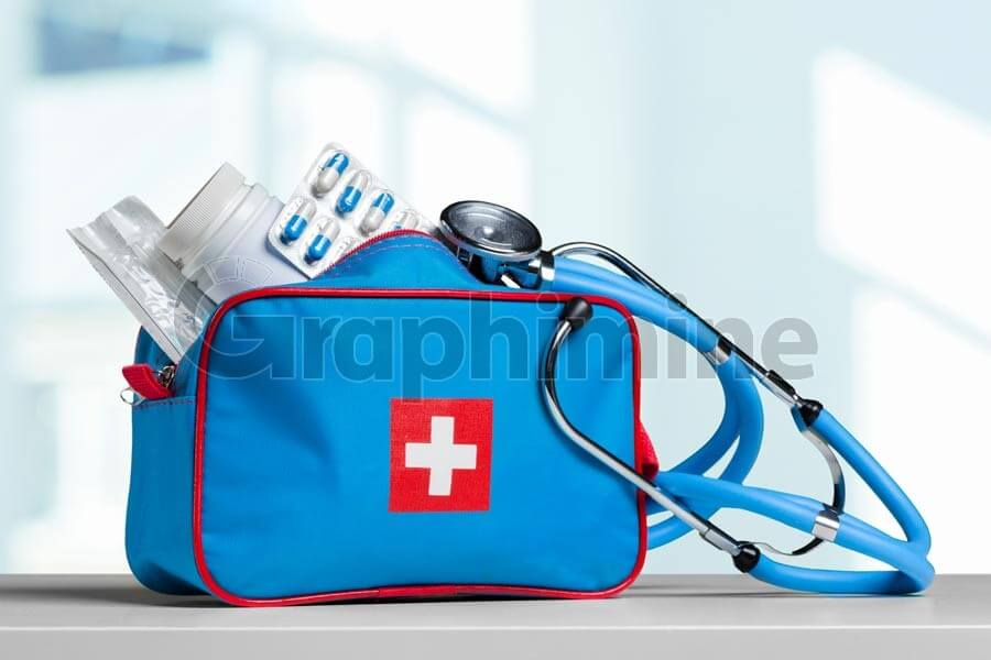 تصویر استوک کیف گوشی پزشکی